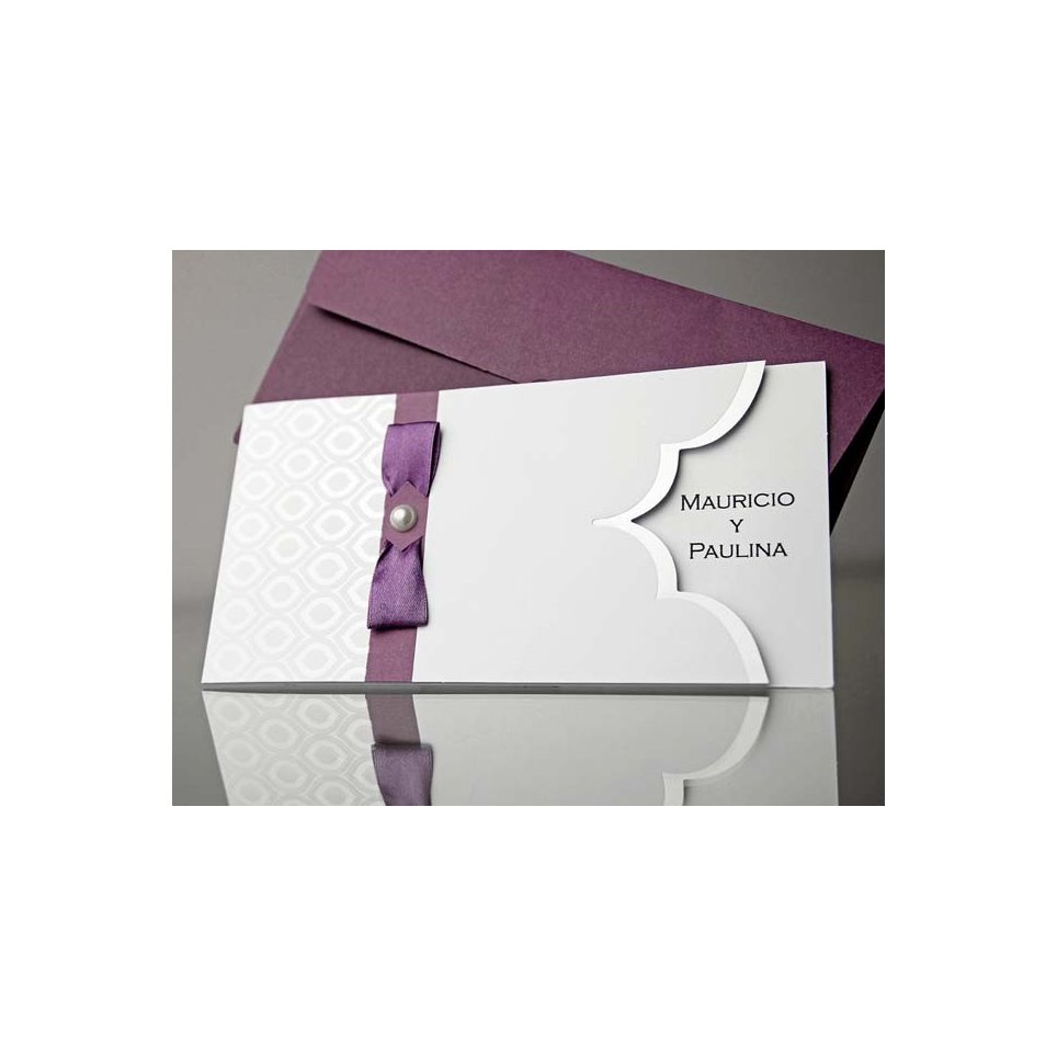 Invitación de boda lazo morado y perla, Cardnovel 34916 cerrada
