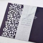 Invitación de boda hojas en bajo relieve, Cardnovel 39111 detalle