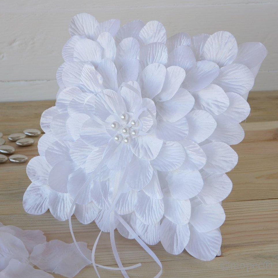 Weißes Blütenblattkissen 20x20cm