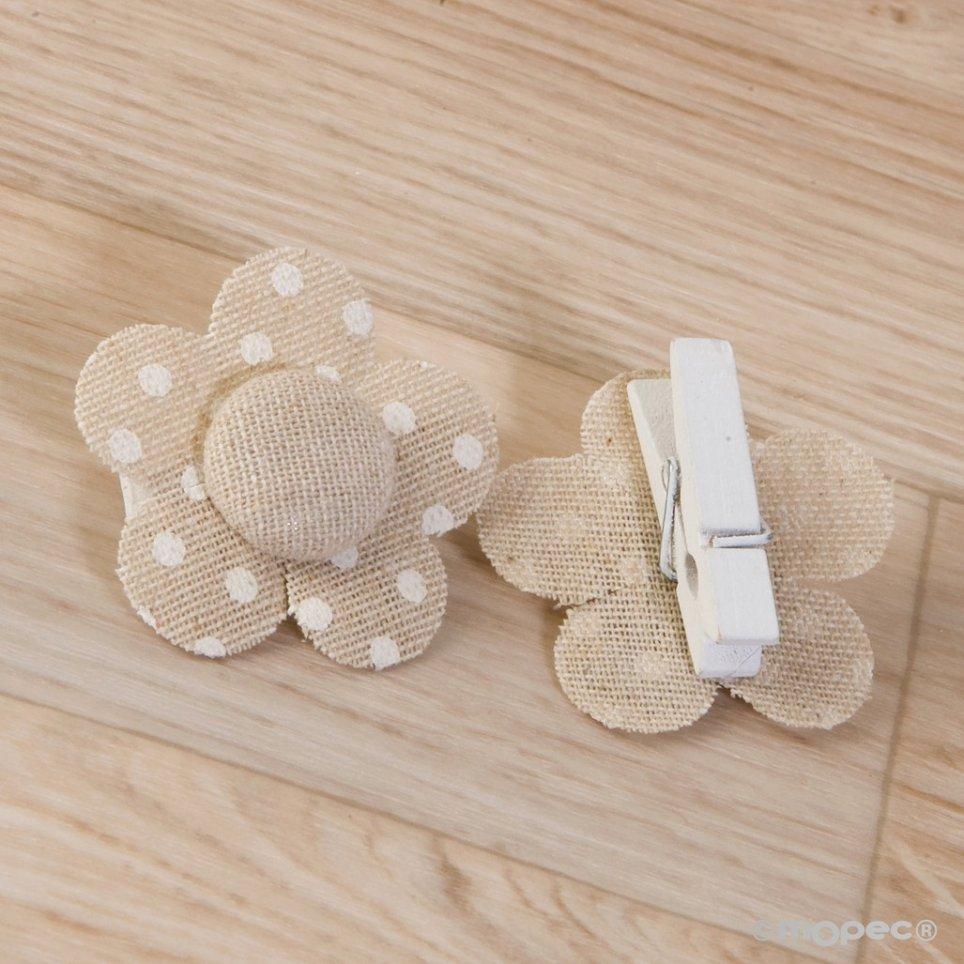 Clip fiore beige con pois avorio 4,5x4,5cm.