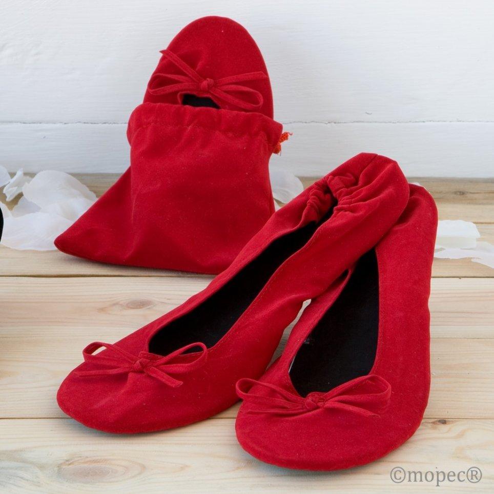 Ballerina aus rotem Samt mit Tasche