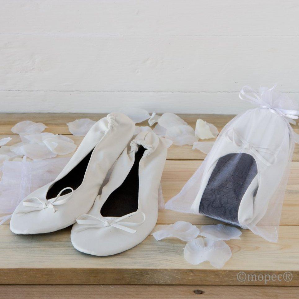 Weiße Ballerinas aus Kunstleder mit Tasche