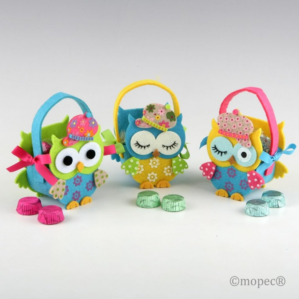 Small basket owls hat 2 chocolates