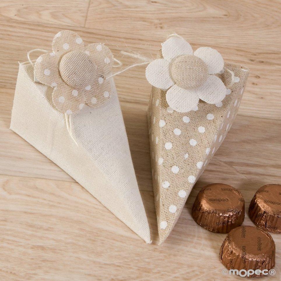 Scatola piramidale pois o liscia con clip fiore e 4 cioccolatini