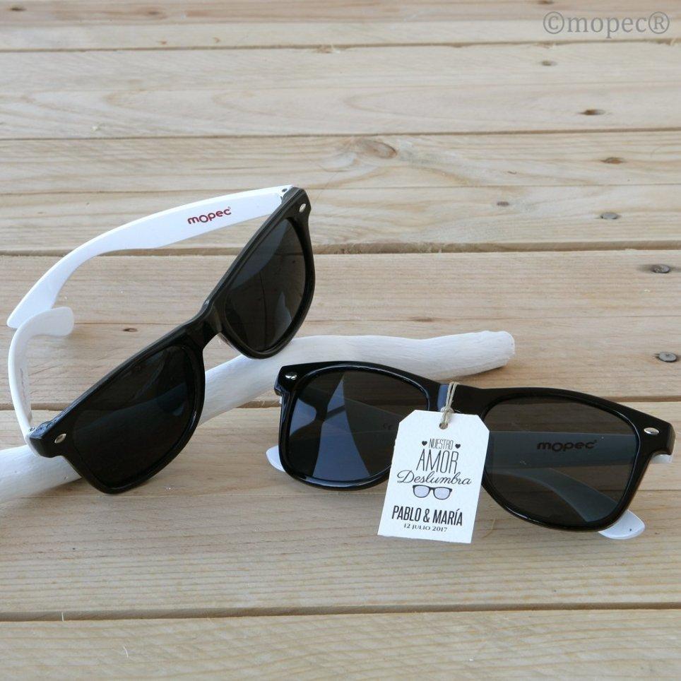 Schwarze Sonnenbrille mit weißer Schläfe