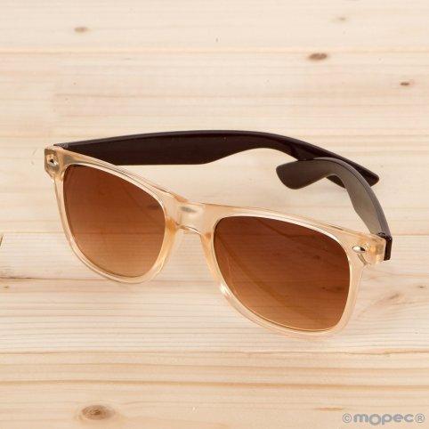 Halbtransparente Sonnenbrille. braune Schläfe braune Linse