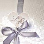 Particolare dell'invito di nozze cuore fiocco Cardnovel 39204