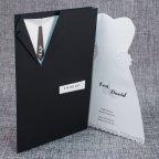 Invitación de boda trajes novios Belarto 726024 abierta