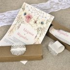 Scatola per inviti di nozze con dettagli fustellati Cardnovel 39608 aperta