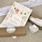 Gestanztes Detail der Hochzeitseinladungsbox Cardnovel 39608 offen