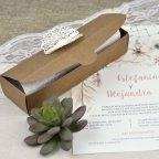 Dettaglio fustellato scatola invito matrimonio Cardnovel 39608 chiusa