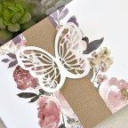 Particolare dell'invito di nozze farfalla e fiori Cardnovel 39611