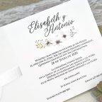 Invitación de boda rosas y pétalos relieve Cardnovel 39632 texto