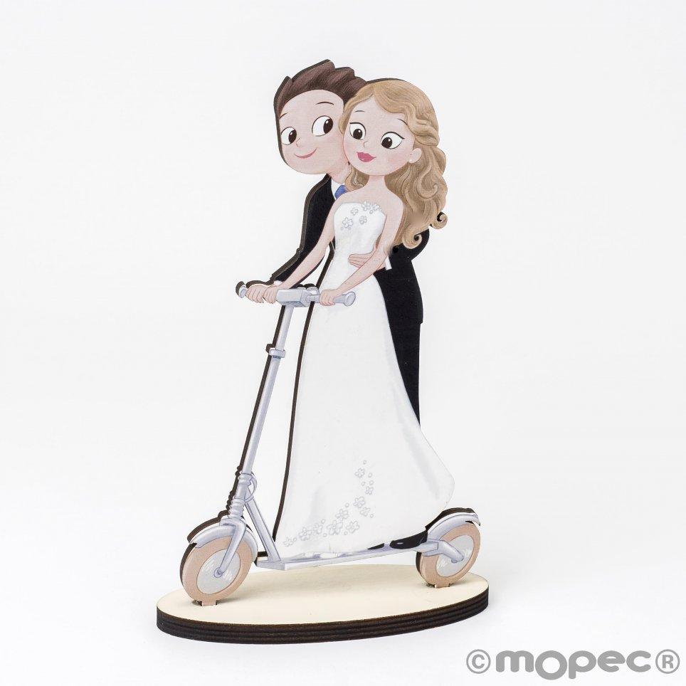 Statuetta in legno Boyfriends Pop & Fun monopattino elettrico 19cm.
