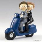 Jungen Pop & Fun Pastellfigur auf einem Motorrad 17cm