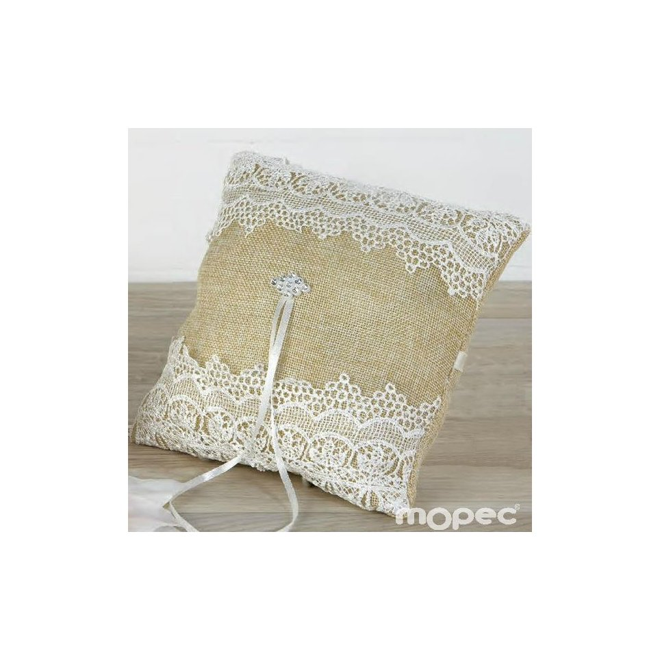 Cushion taunt wedding rings with tiptoe and strass detail