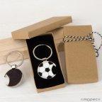 Portachiavi / apriscatole pallone da calcio in confezione regalo decorata