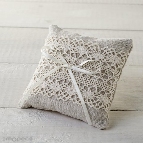 10x10cm cushion/pin with ivory toe and bow