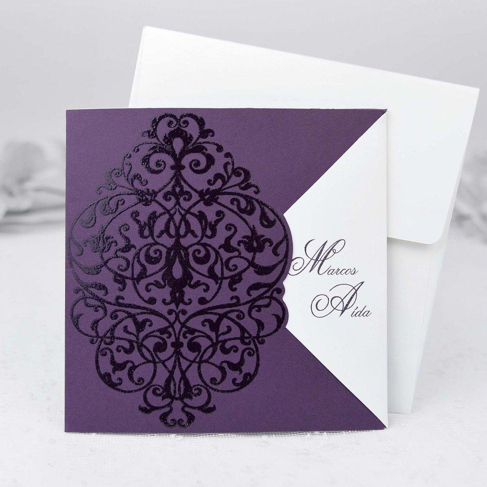 Hochzeitseinladung auf lila Cardnovel 32812