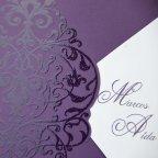 Invitación de boda sobre morado Cardnovel 32812 detalle
